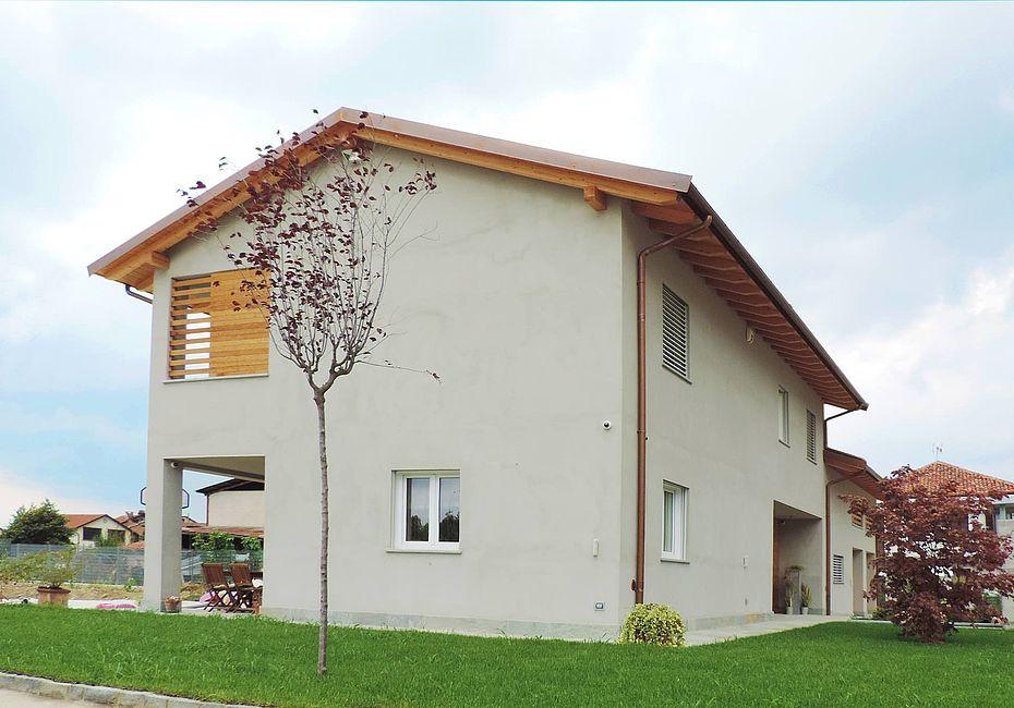 Green building italia case in legno villa tradizionale for Casa bioedilizia o tradizionale