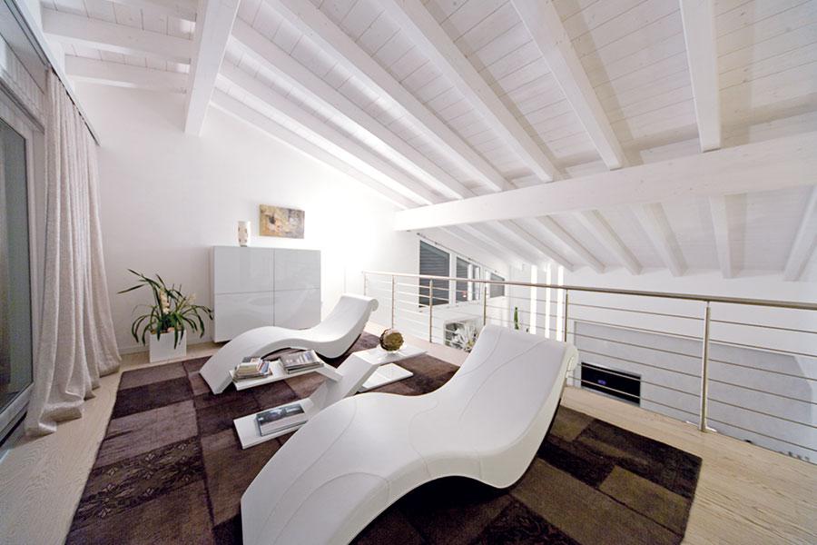 Wolf haus with tetto in legno bianco for Piani della casa sul tetto